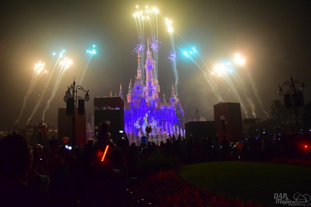 Parades and Fireworks - Shanghai Disneyland In Detail