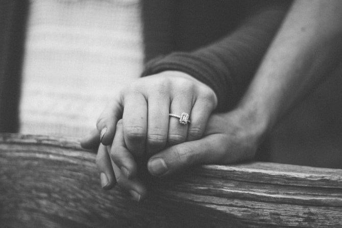 手の甲にキスする男性心理とは?