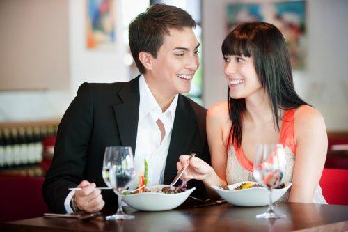 付き合う前のデートは割り勘?奢り?どっちがいいか女子に聞いてみたら、意外な結果に…