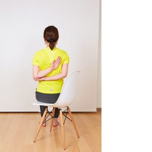 【ダイエット】秋の部分痩せには「椅子ヨガ」が効く!【二の腕編】