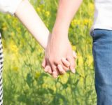 なぜ…?付き合ってないのに「手を繋ぐ」男性の本音