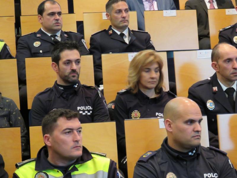 Agentes de la Policía Local de Totana participan en un programa pionero recibiendo formación para prevenir y resolver conflictos