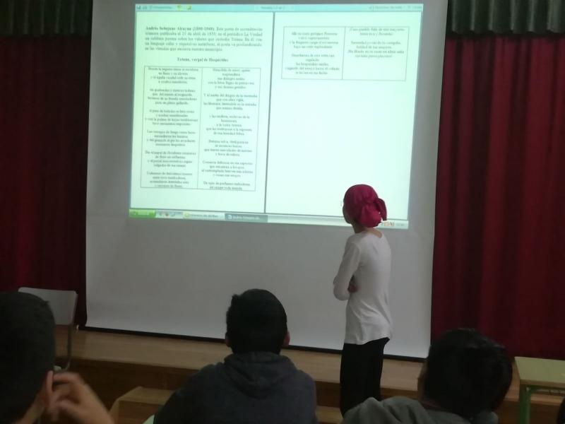 """Numerosos colectivos escolares y vecinales participan en las actividades de la biblioteca """"Mateo García"""" con motivo de la programación del """"Día del Libro"""", celebrada durante todo el mes de abril"""