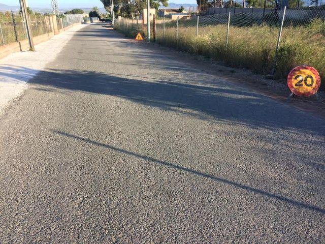 Continúan las obras de acondicionamiento de los márgenes del Camino del Polideportivo para mejorar la seguridad de conductores y viandantes