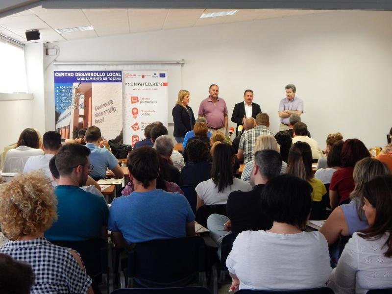 """Un centenar de personas participan en el taller gratuito """"Plan de Marketing digital. La clave de tu éxito online"""", que ha organizado CECARM con la colaboración del Ayuntamiento de Totana"""