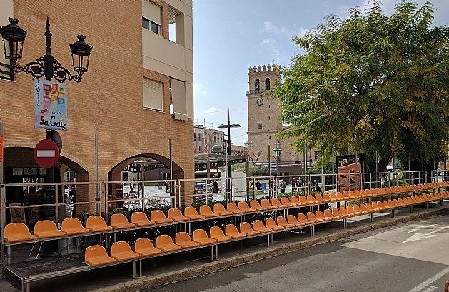 La Federación de Peñas de Carnaval cede la gestión de las gradas para presenciar los desfiles del 10 y 17 de febrero en la calle Puente