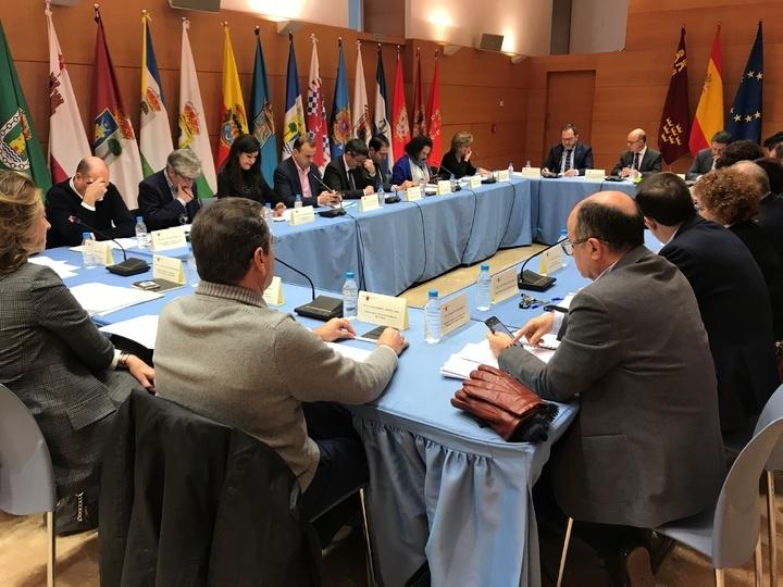 El alcalde de Totana asiste al Consejo Regional de Cooperación Local, en el que se aprueba el reparto de cuatro millones de euros para el Plan de pedanías