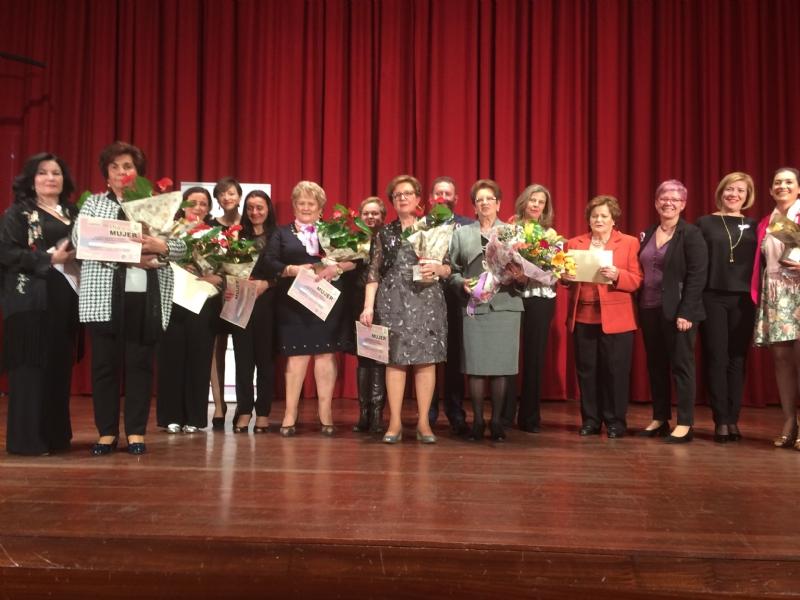 Totana celebra el acto institucional con motivo del Día de la Mujer homenajeando a diez mujeres sugeridas por las asociaciones y a las concejalas de la democracia