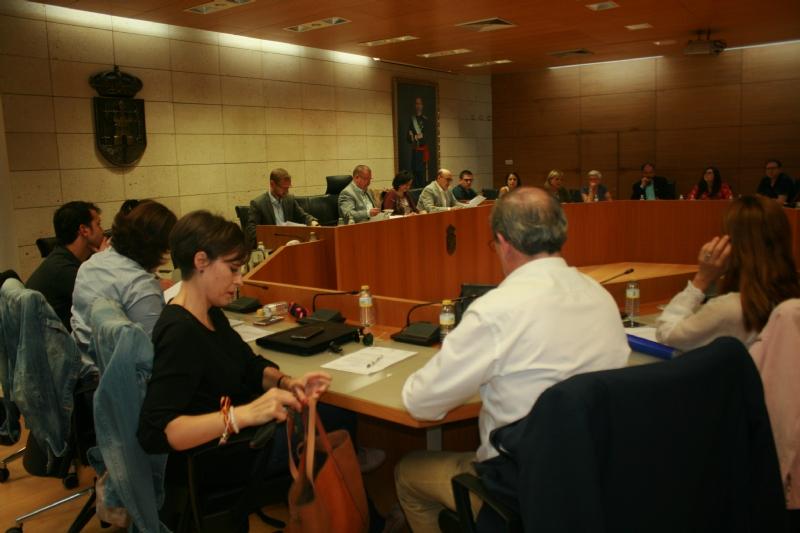 El Pleno acuerda, por unanimidad, exigir a Adif y al Ministerio de Fomento la paralización inmediata del proyecto de trazado del AVE en marcha y de las obras de Línea de Alta Tensión que daría servicio a la catenaria