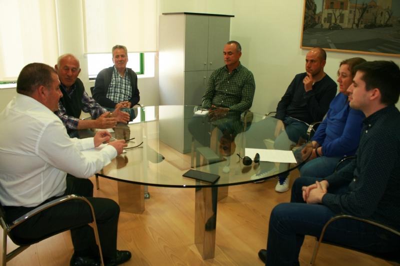 El alcalde se reúne con la nueva Junta Directiva de la organización sindical agraria COAG-IR para informarle sobre algunos asuntos que afectan al sector en este municipio