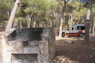 A partir de mañana queda terminantemente prohibido realizar fuegos en las barbacoas habilitadas en el Parque Regional de Sierra Espuña, que serán precintadas para evitar incidentes