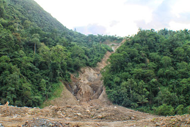 LANDSLIP. The landslide in this part of Masara mountains in Maco town, Compostela Valley last year, according to locals, was caused by the continuous excavation of Apex Mining Corporation, a foreign large-scale mining firm. (davaotoday.com photo by Ace R. Morandante)