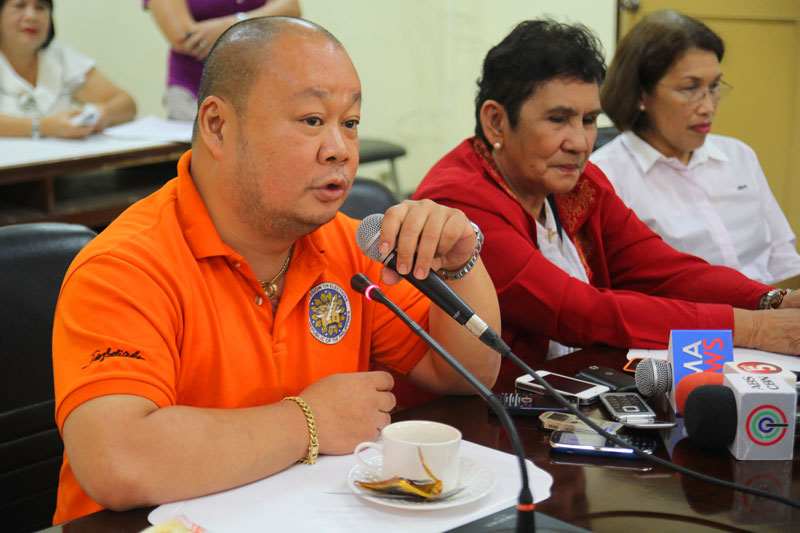 "Comelec-XI Director Wilfred Jay Balisado apologizes for lawyer Aimee Ferolino-Ampoloquio's behalf Thursday in Davao City, saying the statement she made against the teachers was unfortunate ""and we are sorry for that.""  (davaotoday.com photo by Ace R. Morandante)"