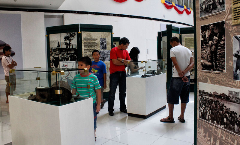 "WAR MEMENTOS.  Young and old may view photographs, propaganda and war materials used during the Second World War in an exhibit dubbed ""War of our Fathers"" at the SM Ecoland in Davao City.  The exhibit started in June 1 and will last until today, June 12, in time of the 115th Independence Day celebration.  (davaotoday.com photo by Medel V. Hernani)"