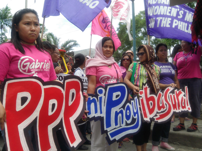 WOMEN VS PPP. Women protesters oppose Aquino's private-public partnership which is threatening Davao's Southern Philippine Medical Association and denying them affordable health service (davaotoday.com photo by John Rizle L. Saligumba).