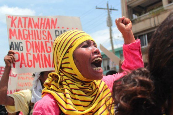 Compostela farmer shouts her opposition to San Miguel mining her town. (davaotoday.com photo by Ace R. Morandante)