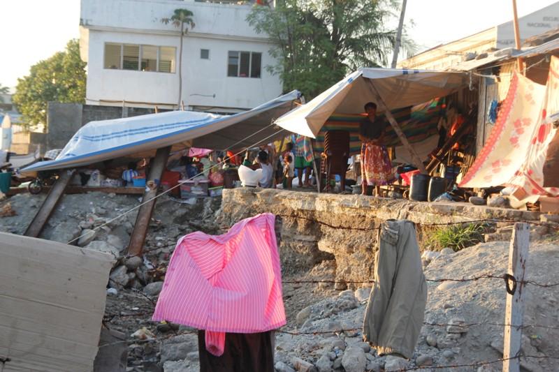 Zamboanga siege displaces 62,000 civilians