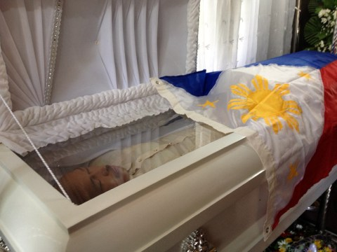 Slain radio broadcaster Rogelio Butalid lies at his wake. (davaotoday.com photo by Mart D. Sambalud)