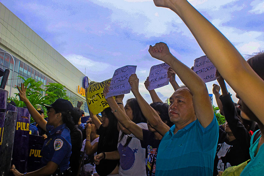 Aquino greeted with protests in Mindanao agri-business meet