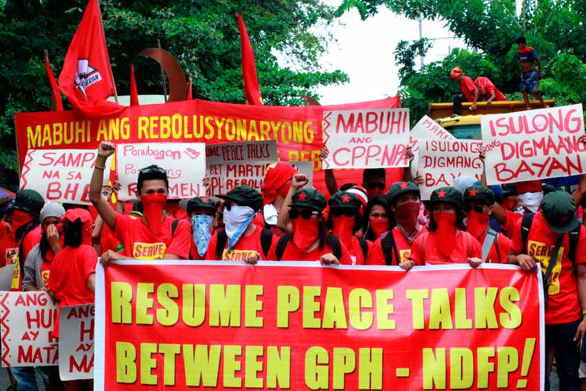 YOUTH. Members of the underground revolutionary youth organization Kabataang Makabayan join the funeral march of New People's Army commander Leoncio Pitao, alias Ka Parago on Thursday. The group also calls for the resumption of peace talks between the government and the National Democratic Front.(Ace R. Morandante/davaotoday.com)