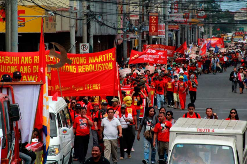 THOUSANDS. Around 10,000 people march along San Pedro Street, Davao City towards Davao City Memorial Park where Kumander Parago is cremated on Friday noon. (Ace R. Morandante/davaotoday.com)