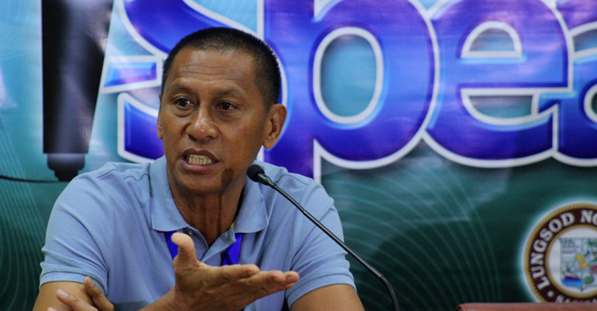 TRAFFIC CONGESTION. City Transport and Traffic Management Office head Rhodelio Poliquit says they are proposing the city to buy four towing cars to aid in decongesting the roads in the city that has been used as parking areas by some car owners. (Ace R. Morandante/davaotoday.com)