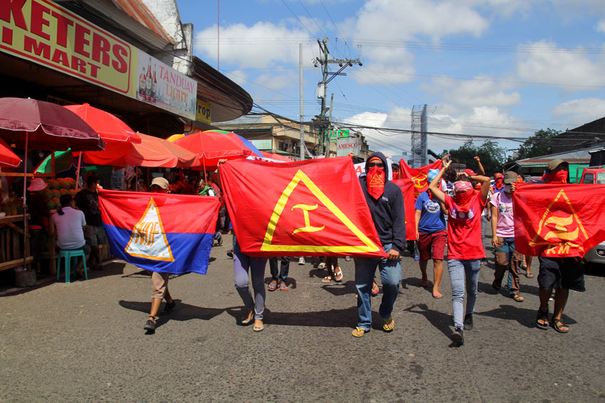 Members of the youth underground movement Kabataang Makabayan in Davao City commemorate their 51st founding anniversary with a lightning rally in along Bankerohan Public Market on Monday morning. (Ace R. Morandante/davaotoday.com)