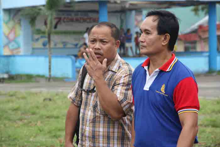 Bulan Councilor Cris Gotladera, PDP-Laban Provincial Chairman (left) warmly receives staff of Davao City mayor Rodrigo Duterte, who will assist the distribution of financial assistance for Sorsogon LGU's affected by typhoon Nona. PHOTO BY ANGEL AYALA / BICOLTODAY.COM Exclusive