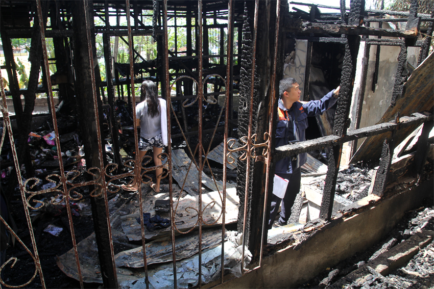 ​ARSON. Bureau of Fire Protection investigator FO1 Rogel Jan Alucilja says the fire that gutted the indigenous peoples' temporary shelter in Davao City was done deliberately, based on their initial investigation. (Photo by Ace Morandante/davaotoday.com)