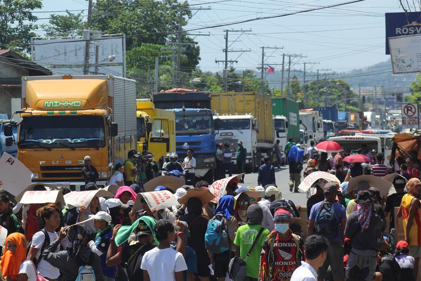 PHOTOS: Barricade by farmers, Lumad in Davao City