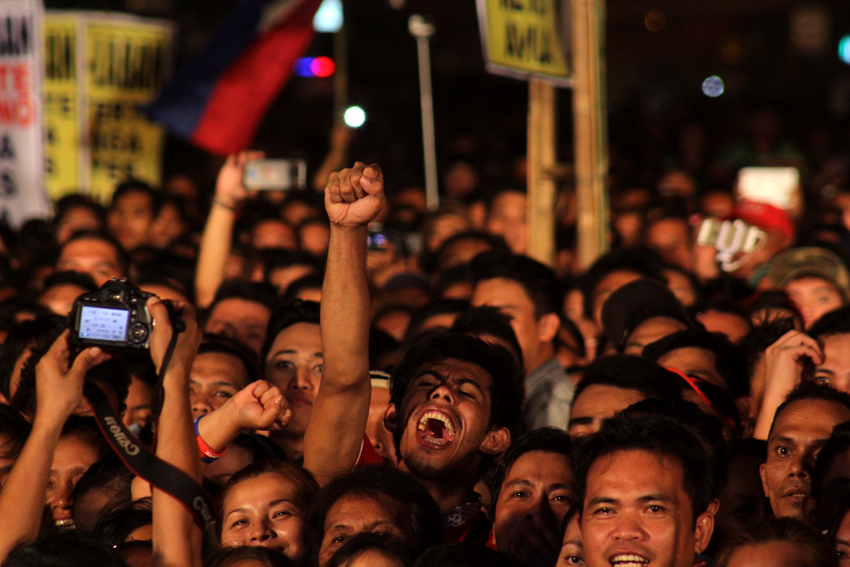 The hometown crowd laugh and cheer during the speech of Presidential aspirant Mayor Rodrigo Duterte on Wednesday night. (Ace R. Morandante/davaotoday.com)