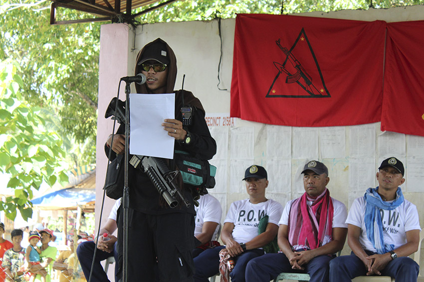 RELEASE ORDER. A member of the 1st Pulang Bagani Battalion reads the release order issued by the National Democratic Front in Southern Mindanao for the release of the five prisoners. The order was later signed by the prisoners, Mayor Duterte, the NPA, and the representative of the Exodus for Justice and Peace, who acted as the third party facilitator. (Earl O. Condeza/davaotoday.com)