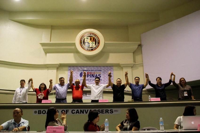 Atty. Marlon Casquejo (center), assistant regional director of the Commission on Elections in Davao, leads the proclamation of the eight candidates of the first district on Tuesday, May 10. Reelectionist Councilor Mabel Acosta (second from right) got the most number of votes with 154,648. She is followed by Jesus Melchor Quitain Jr. who got 146,784 votes. (Ace R. Morandante/davaotoday.com)