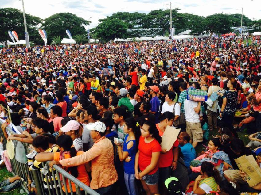 Supporters from outside Davao flock Duterte's thanksgiving party