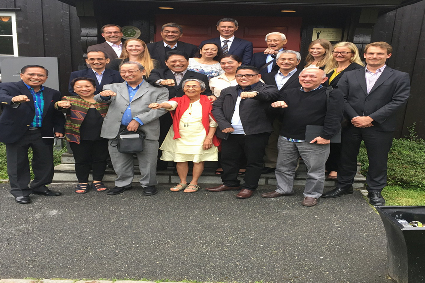 The members of the negotiating panel from the government of the Philippines and the National Democratic Front pose for a group picture after the successful preliminary talks in Oslo, Norway from June 14-15, 2016. (Photo from Facebook page of incoming Anakpawis Rep. Ariel Casilao )
