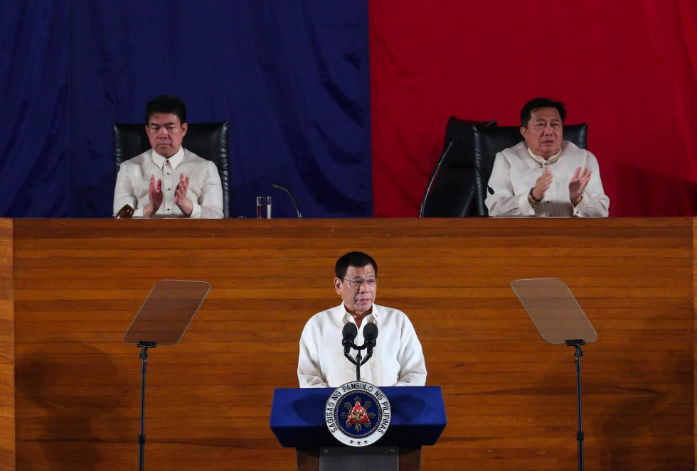 Senate President Aquilino 'Koko' Pimentel III (left) and House Speaker Pantaleon Alvarez applaud as President Rodrigo R. Duterte announces during his first State of the Nation Address at the Batasang Pambansa in Quezon City on Monday, July 25, 2016 that he will lower the income tax. The three leaders are all from Mindanao. (ACE MORANDANTE/PPD)