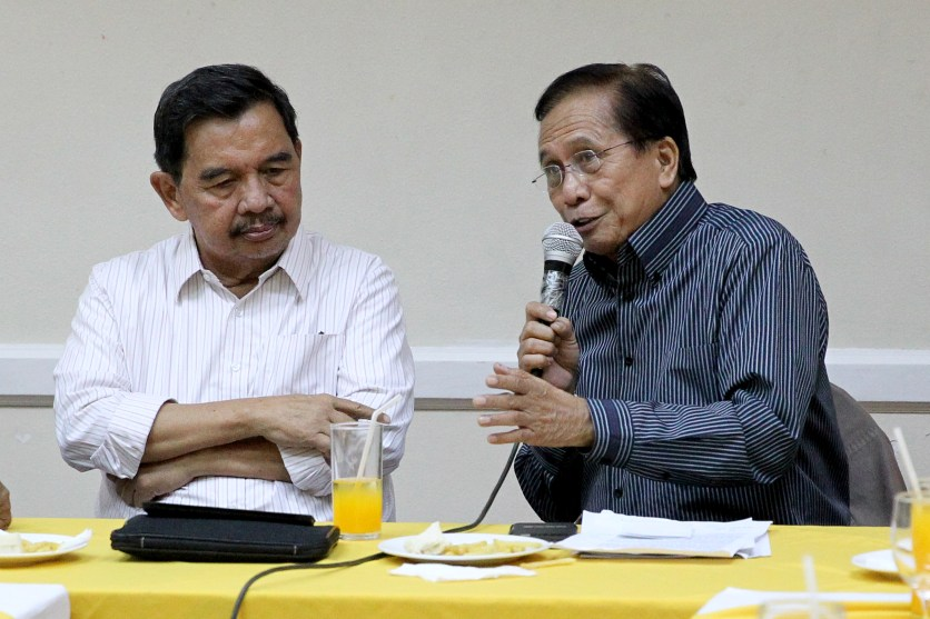 Presidential Peace Adviser Jesus Dureza speaks with former Cotabato mayor and a Moro National Liberation Front (MNLF) leader Muslimin Sema about a possible merger between the MNLF and Moro Islamic Liberation Front (MILF) during their meeting at the Apo View Hotel in Davao City on Tuesday, August 9, 2016. KARL NORMAN ALONZO/PPD