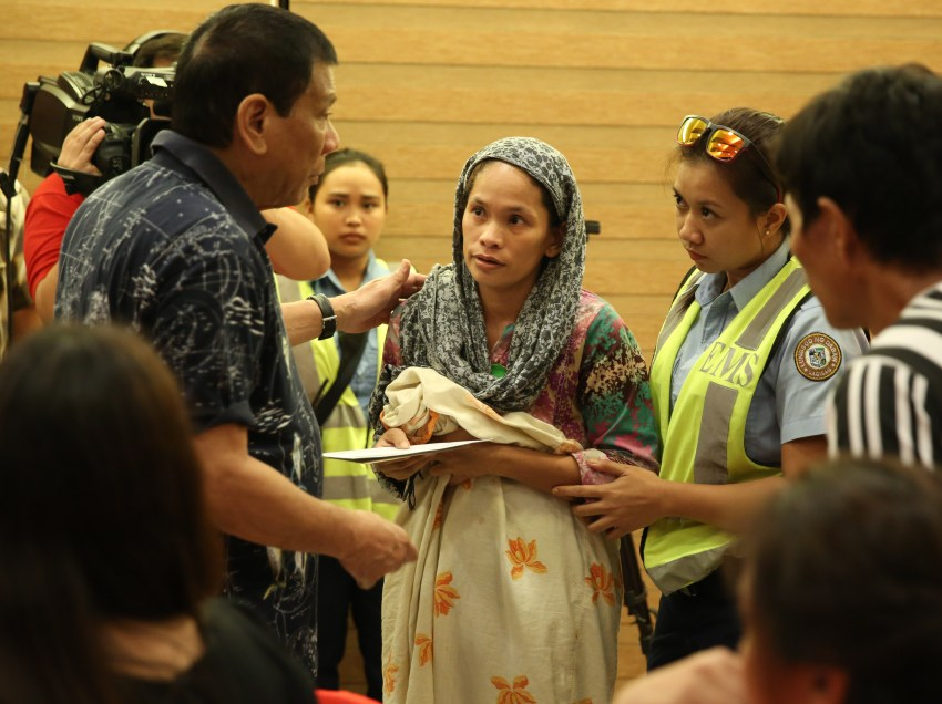 Victims, families of Davao blast meet Digong