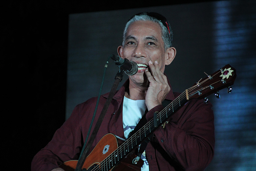 Homegrown folk artist Joey Ayala was also present. (Paulo C. Rizal/davaotoday.com)