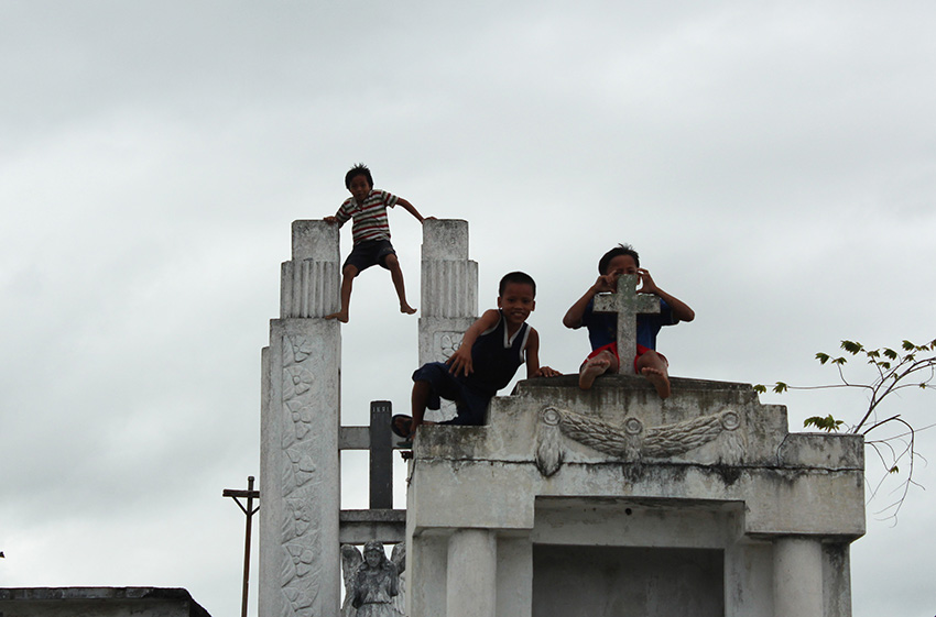 PLAYGROUND FOR CHILDREN. Children living near the Wireless Catholic Cemetiry in Davao City, enjoy their semestral break playing on top of tombs. (Medel V. Hernani/davaotoday.com)