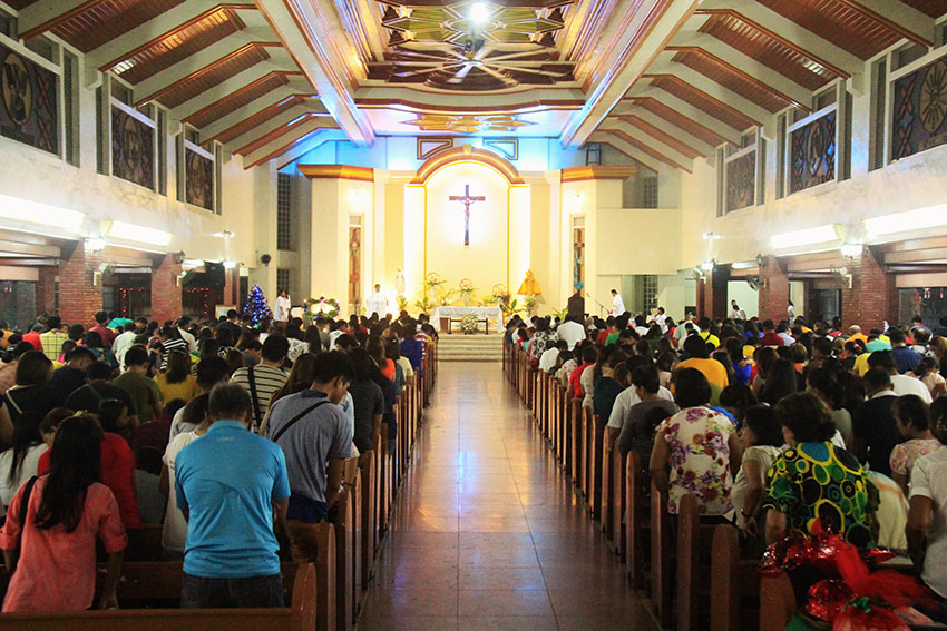 Hundreds of Catholic devotees attend the Simbang Gabi in Sto. Nino Parish in Panabo City on Wednesday, Dec. 21. The nine-dawn masses which started on Dec. 16 ended on Saturday, Dec. 24. (Contibuted photo by: Maricar Emata)