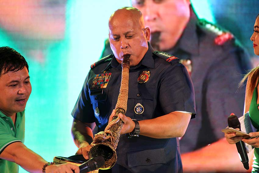Philippine National Police Director General Ronald Dela Rosa blows a ceremonial horn during the Torotot Festival on Saturday evening, Dec. 31 at Rizal Park, Davao City. Dela Rosa says law enforcement personnel across the country are patrolling the streets to ensure the safety and security of the public on yuletide holidays. (Paulo C. Rizal/davaotoday.com)