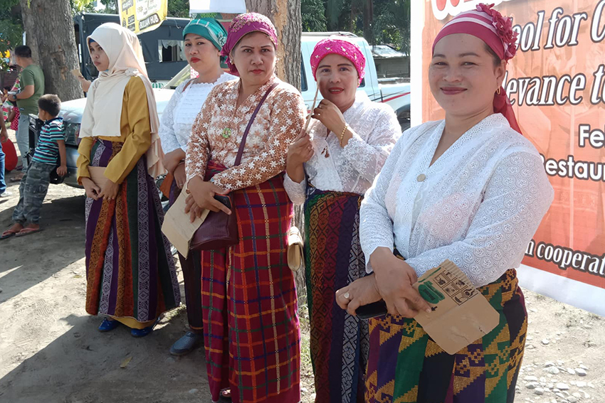WOMEN IN BULUAN