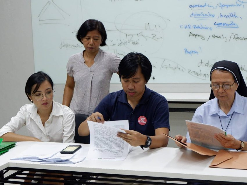 Red-tagged groups file complaint at CHR