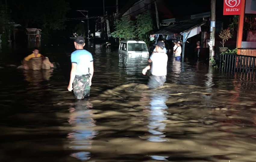 Hundreds of city residents flee homes due to flooding