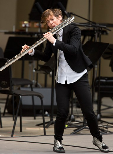 """Ojai Music Festival - Claire Chase performing Du Yun's """"An Empty Garlic"""" 6/11/16 Libbey Bowl"""