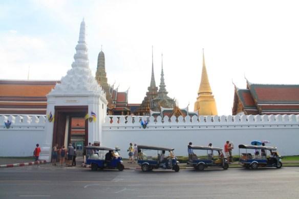 Wat Phra Kaew and tuk tuks on standby.