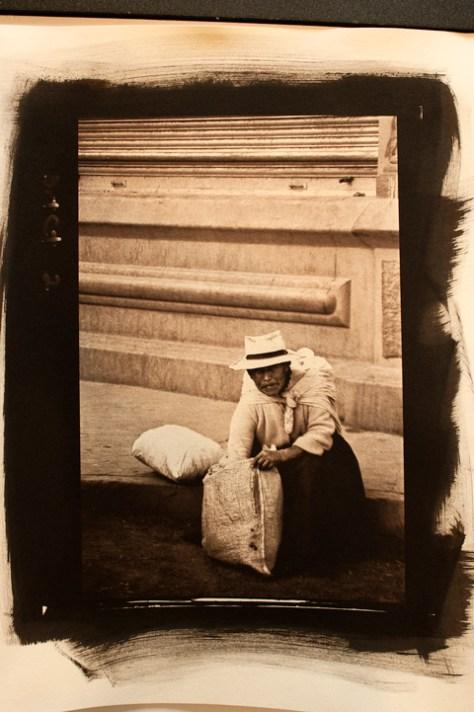 Mujer con dos Bolsas an Argyrotype