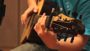 Dạy đàn Guitar tại công ty