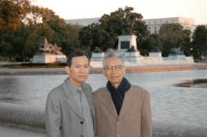 Nguyễn Sĩ Bình (trái) & Hoàng Minh chính (phải)